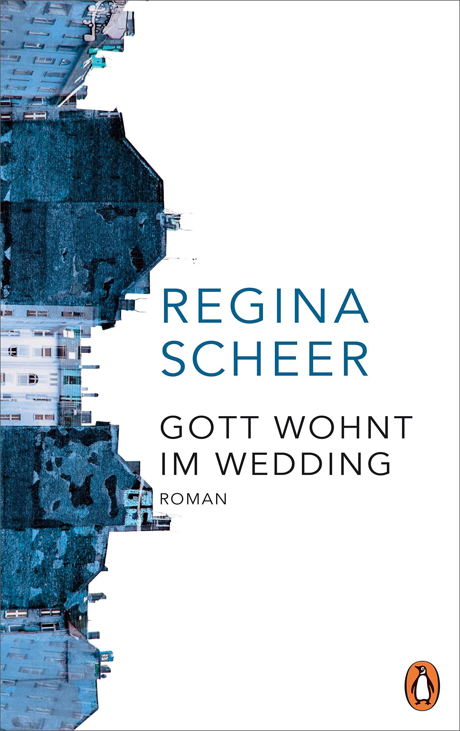 Couverture du roman Gott wohnt im Wedding de Regina Scheer. Façades d'immeubles aux tons bleutés sur fond blanc