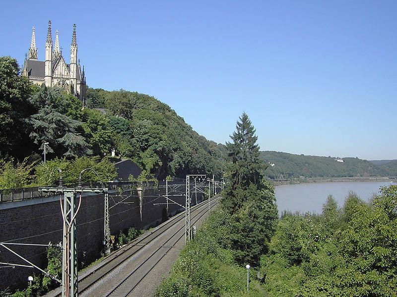 Eisenbahnlinie am Rhein entlang in Remagen (Rheinland-Pfalz)