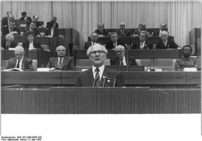 Honecker-petit.jpg