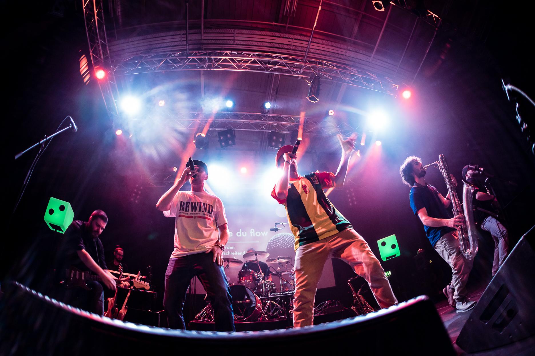 le groupe de Hip Hop Zweierpasch en concert