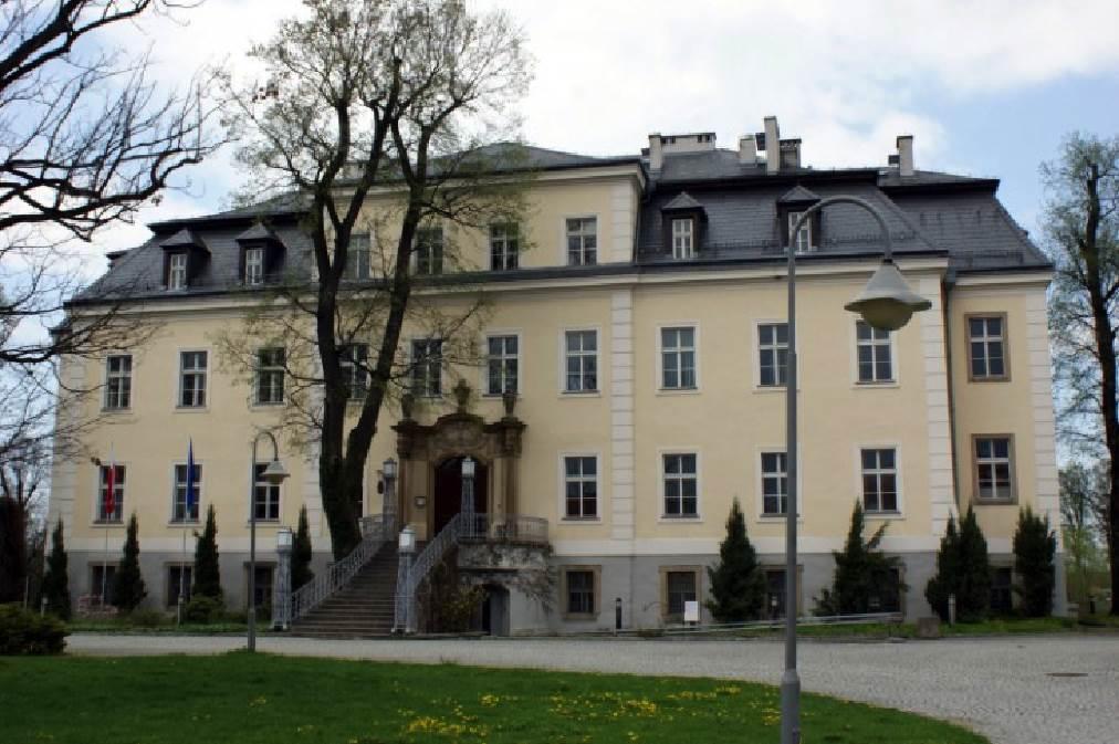 ancien château de la famille von Moltke en Pologne à Kreisau, reconverti en centre de rencontres internationales pour la jeunesse
