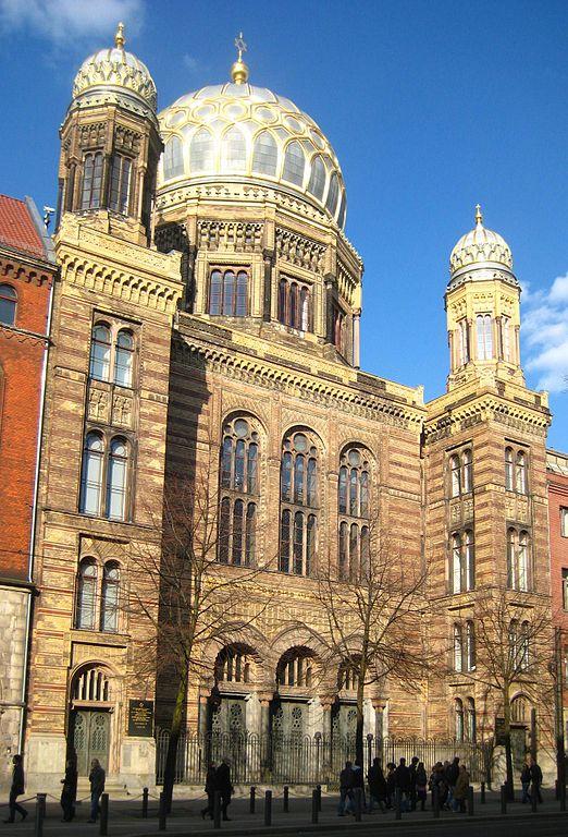 Photo de la nouvelle synagogue à Berlin avec sa coupole dorée
