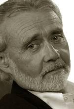 Portrait en noir et blanc du professeur Klaus P. Hansen
