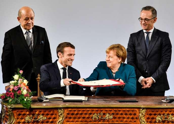Emmanuel Macron et Angela Merkel signent le traité d'Aix-la-Chapelle