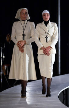 Julie-Anne Roth (Isabella), Isabelle Cagnat (Francesca). Photo © Hervé Bellamy