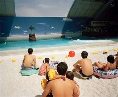 Japon. Miyazaki. La plage artificielle du Ocean Dome. 1996 © Martin Parr / Magnum Photos