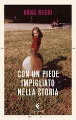 con_un_piede_impigliato_nella_storia_di_anna_negri_copertina.jpg